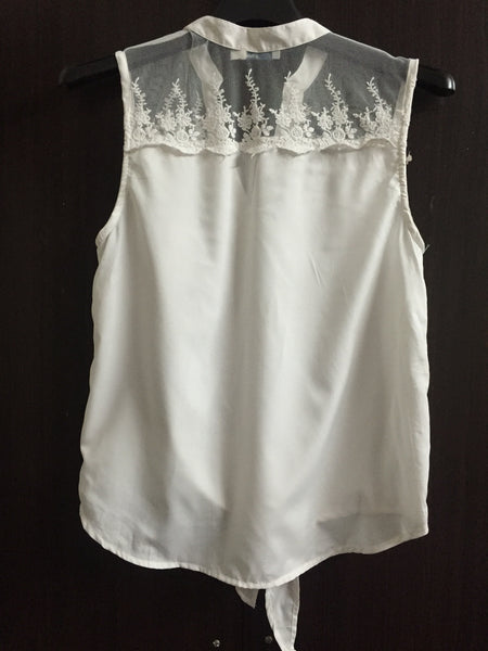 Stylish Lace Sleeveless Top with front Tie