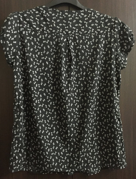 Black Casual Top with Triangular Print