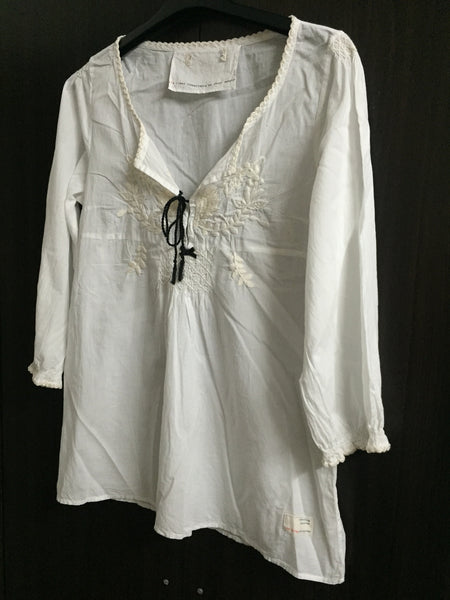 White Casual top with embroidery and front lace