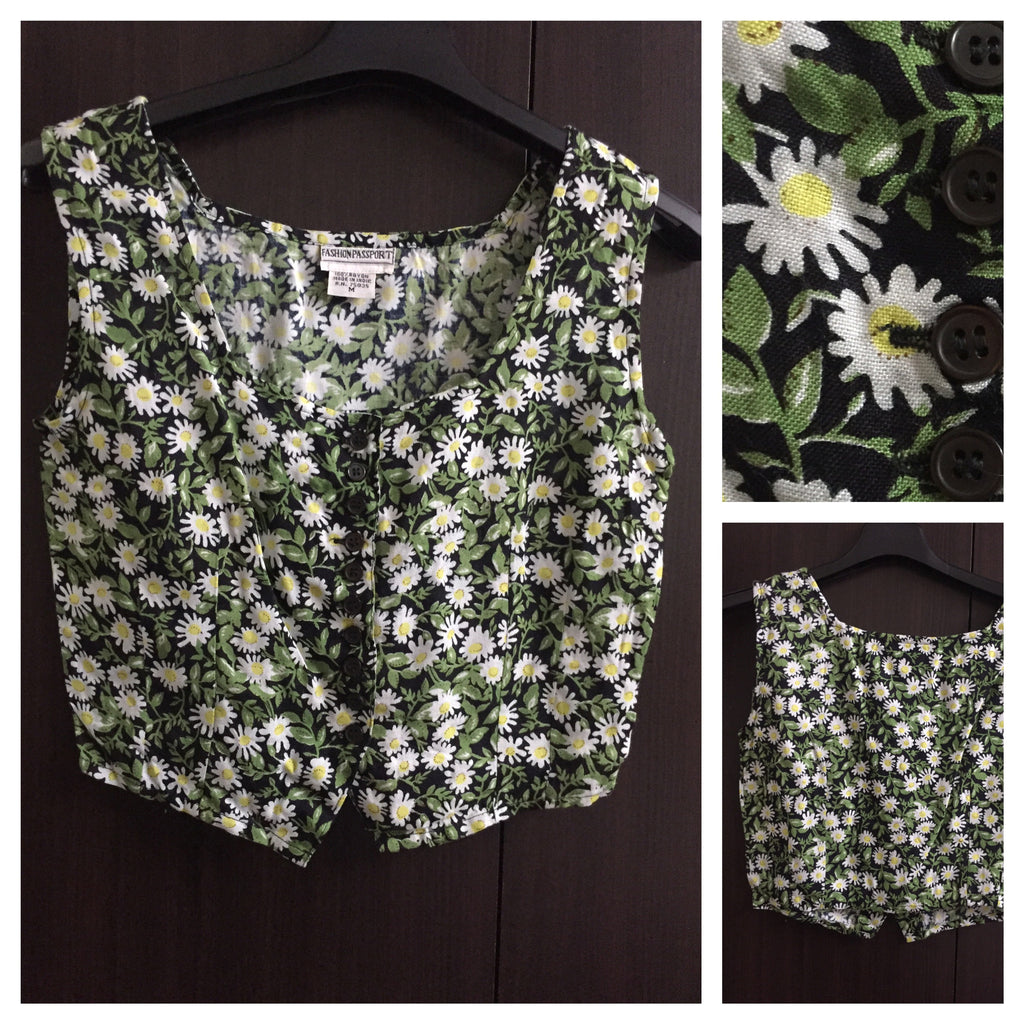 Pretty Floral Fitted Short Top with closely placed buttons