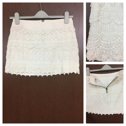 Layered Croatia Off White Skirt With Back Zipper