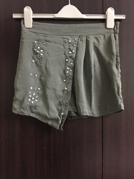 Elegant Grey Shorts with front design and layer on front