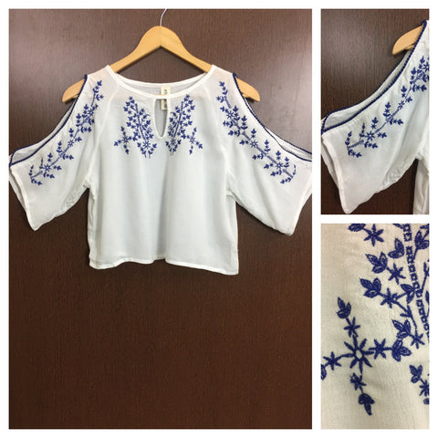 Arm Revealing - Blue Embroidery on White Casual Top