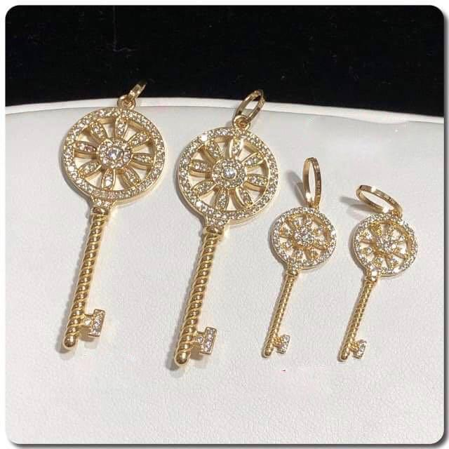 18K Gold Key Pendant NTN51 - ZNZ Jewelry Philippines
