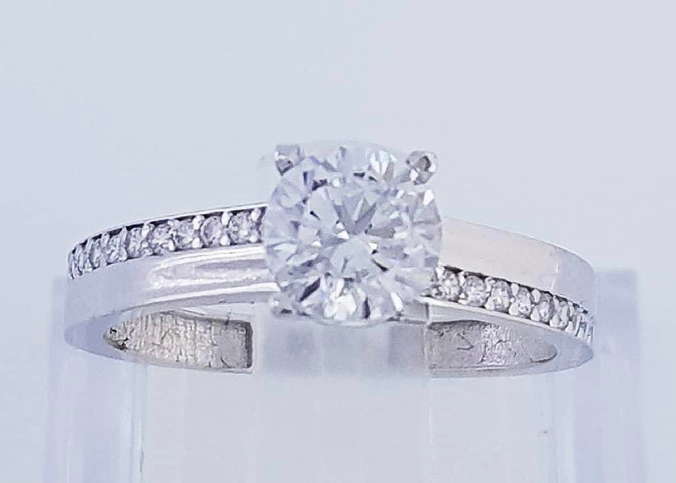 MONIQUE 18K White Gold Engagement Ring with Alternate Side Stones