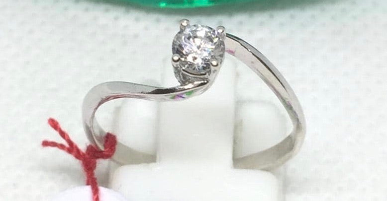 IVY Twist Solitaire Engagement Ring 18K White Gold - ZNZ Jewelry Philippines