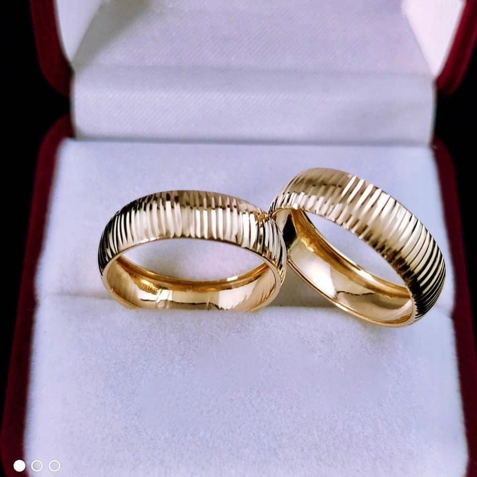 Striated Wedding Rings 18K Gold