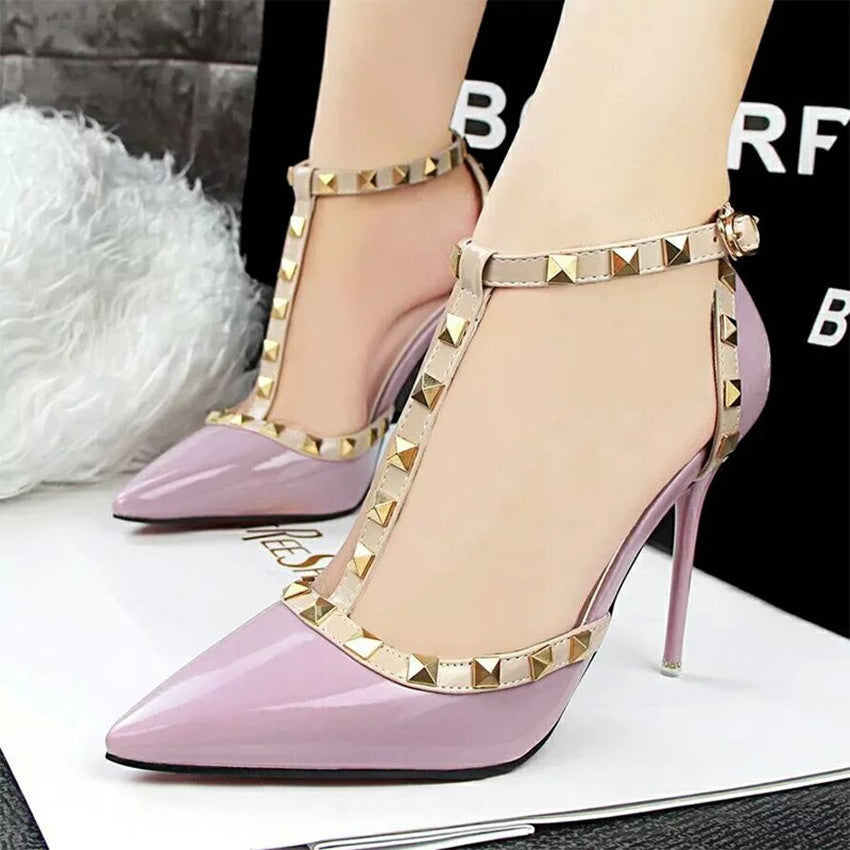 Rivet Lace Decorated Pumps