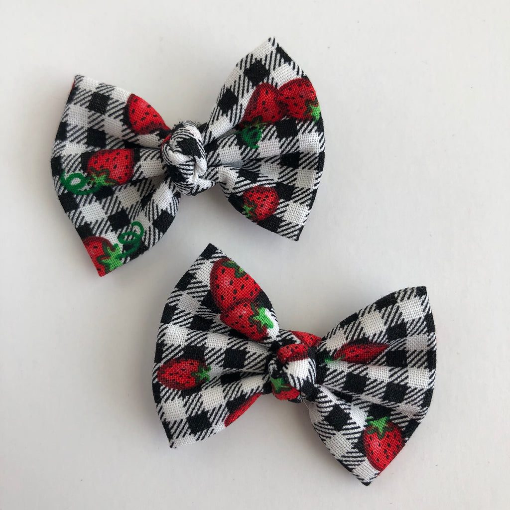 "Gingham Strawberry 2"" pigtail set"