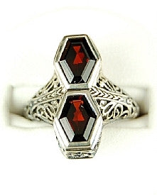 ANTIQUE STYLE STERLING SILVER RING GARNET