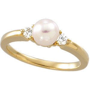 (0.08 Carat) 14K Yellow Gold Akoya Cultured Pearl (6MM) + Diamond Ring