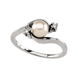 14K White Gold Akoyo Cultured Pearl (5.50MM) + Diamond Ring