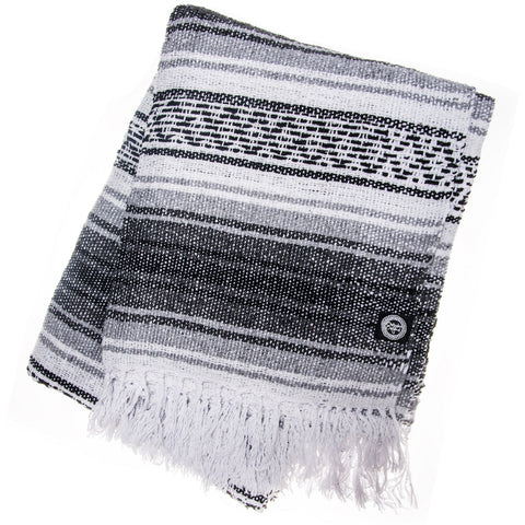 black and white falsa blanket with diamonds pattern