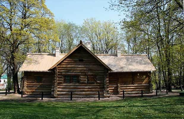 A Lot Of Country Log Cabins Are Constructed Using Chinking U2013 Material  Placed In Between Each Log To Prevent Gaps Between Logs And Seal The House.