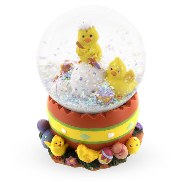 Chicks Decorating Easter Eggs Snow Globe