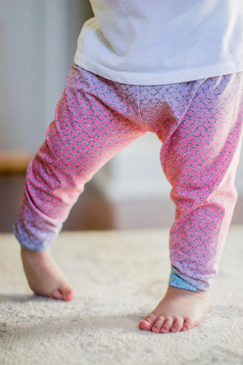 Mermaid Scale Print Leggings Cotton Candy