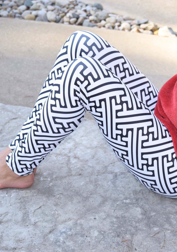 Black & White Monochrome Maze Women's Leggings