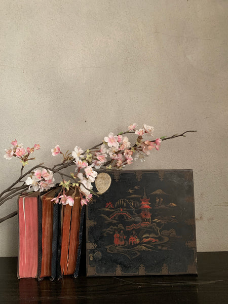 Old Chinoiserie Tin