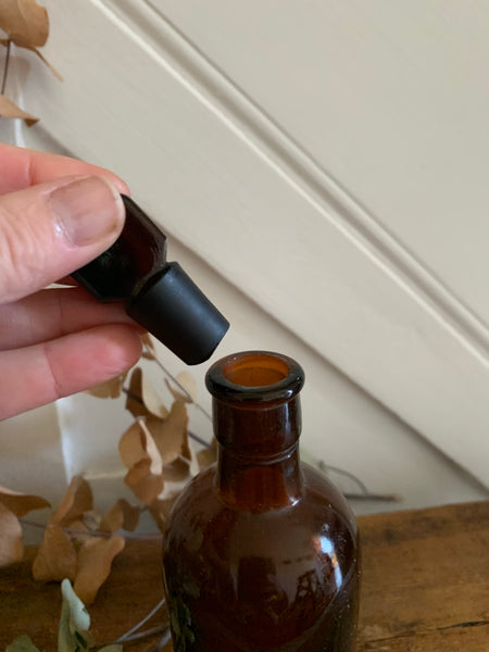 Small-sized Apothecary Bottle with stopper