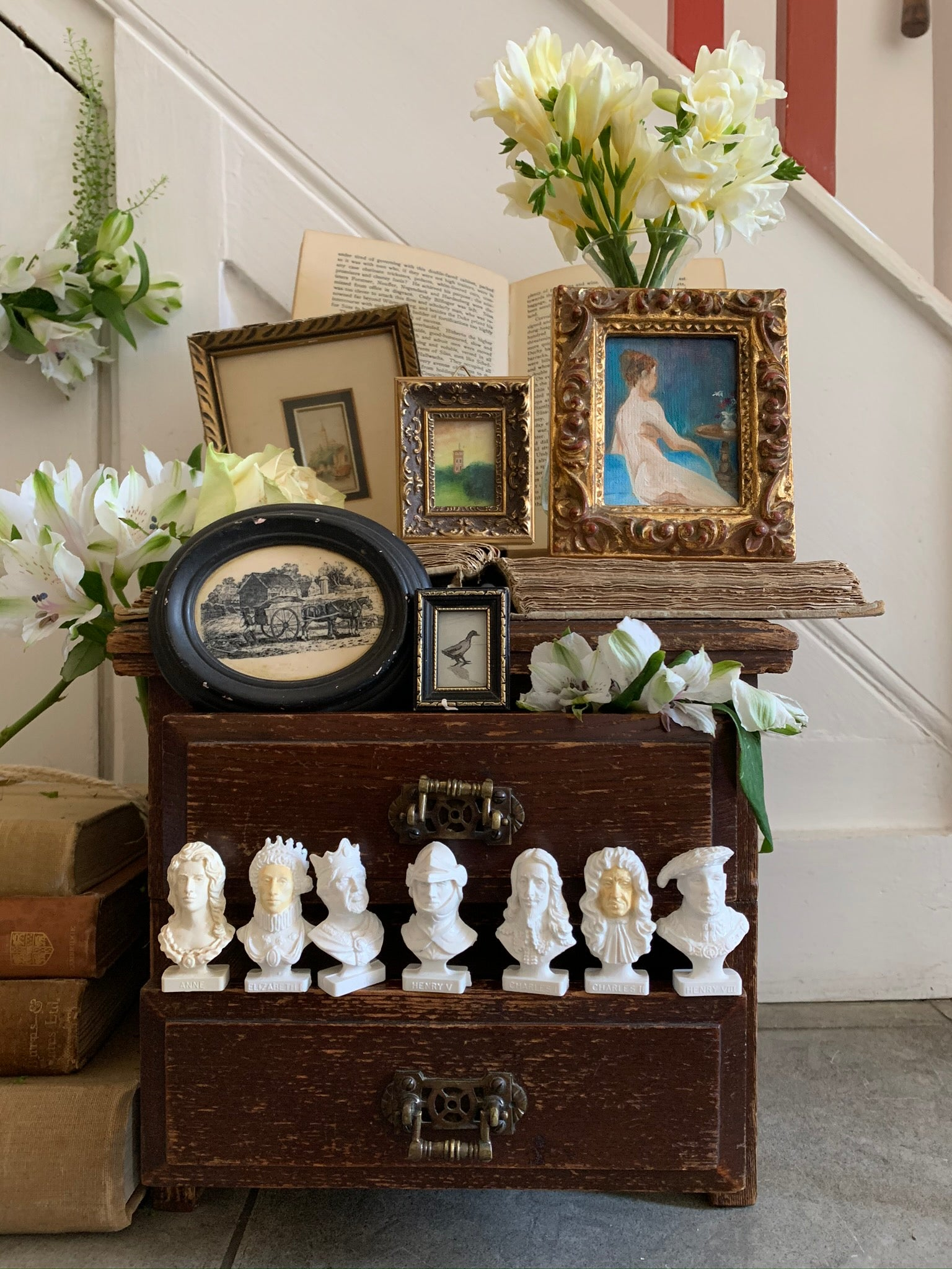 Decorative Antique & Vintage Interiors.