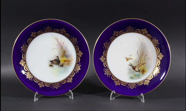 PAIR OF ROYAL WORCESTER CABINET PLATES, COUNTRY HOMES ANTIQUES