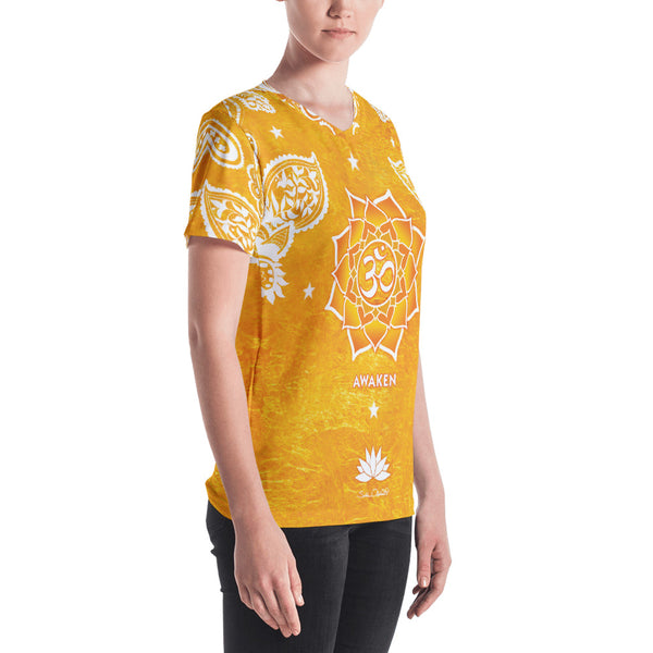 Spiritual yoga t-shirt with om signs and yantra on golden background by Sushila Oliphant.