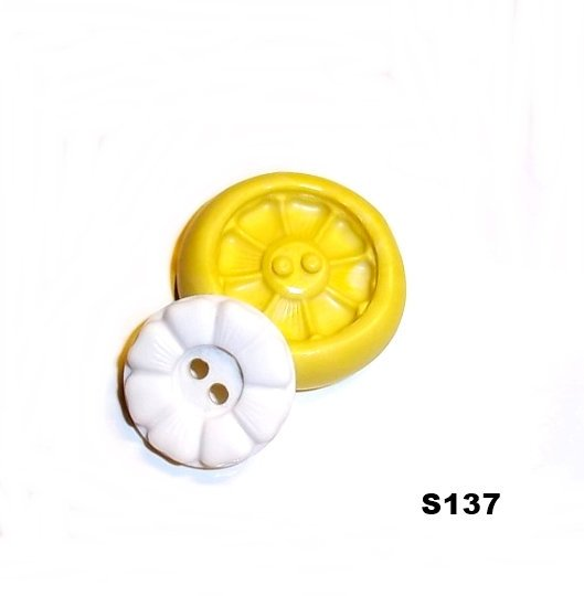 S137 - Sewing Button