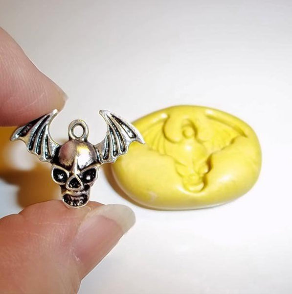 M251 - Skull With Wings