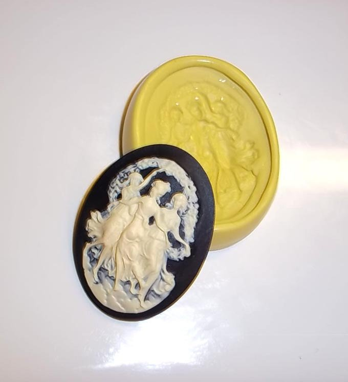 J301 - Three Graces Cameo