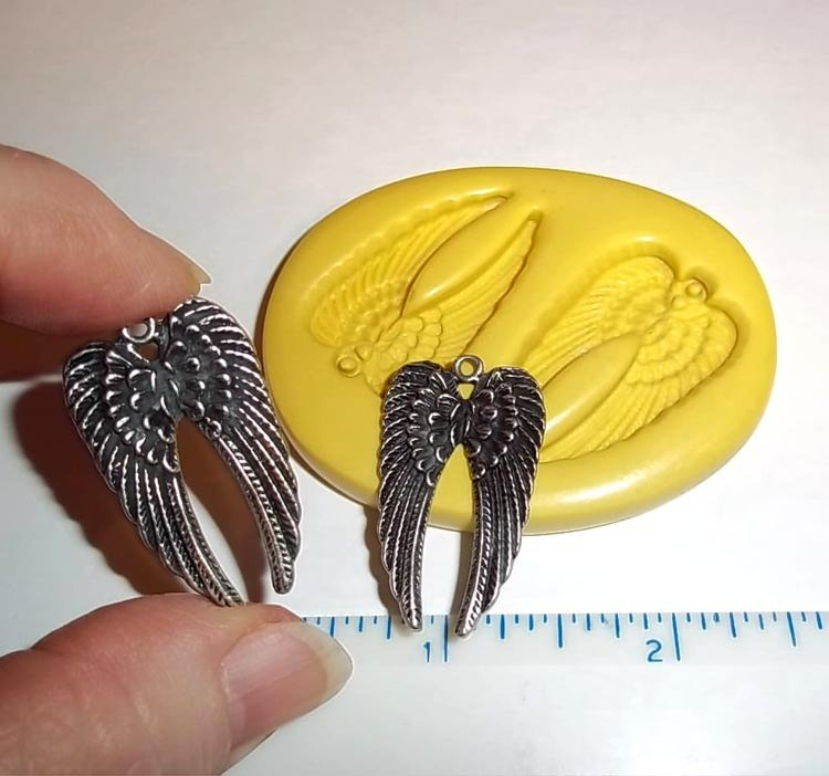 M562 - Wing Pendants