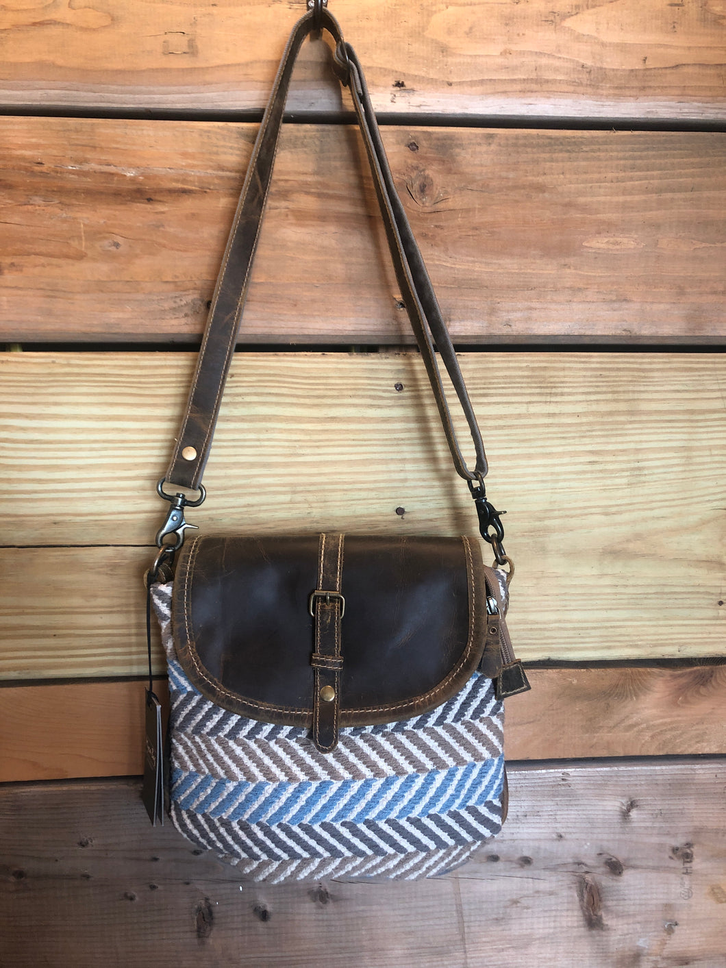 Winner small cross body bag