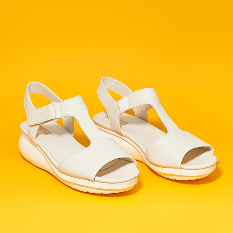 Camper Lara balloon Sandal in Clara white