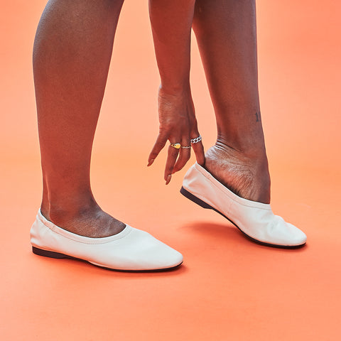 Maddie Elastic Flat in off white by Vagabond
