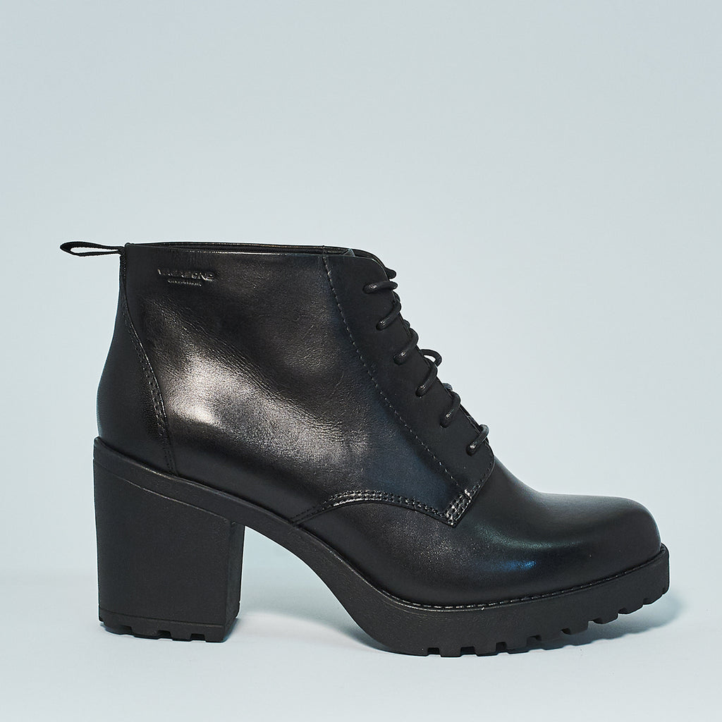 Vagabond Grace Lace Up in Black leather