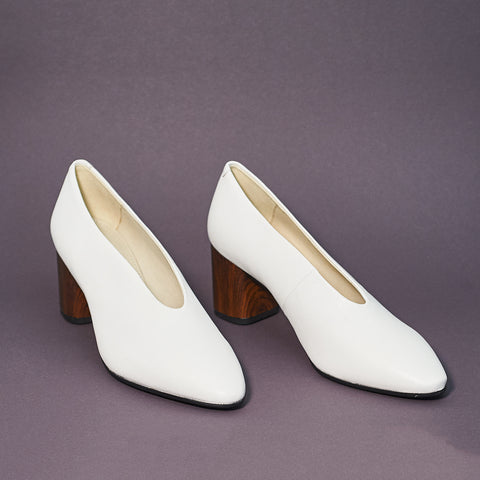 Vagabond Eve Pump in white - Shoe Market NYC
