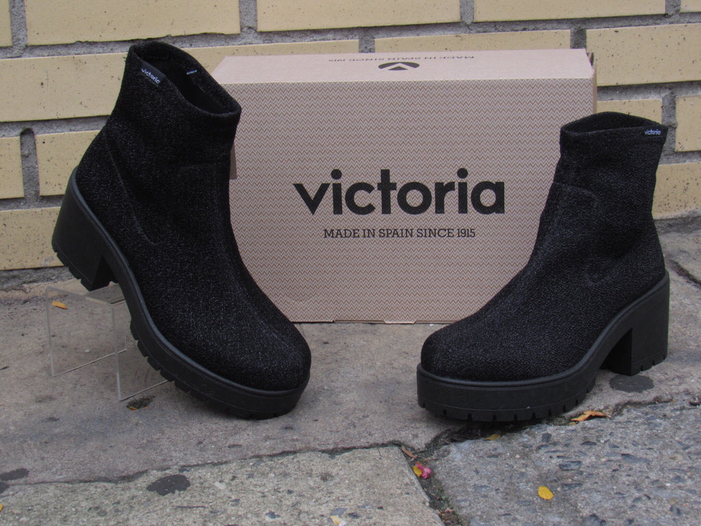 Neoprene stretch boot by Victoria