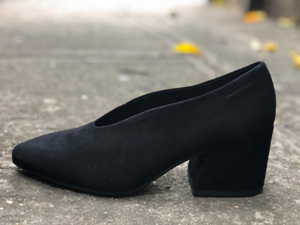 Olivia Pump in Black Suede