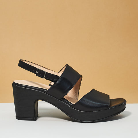 Double strap sandal by Wonders Black