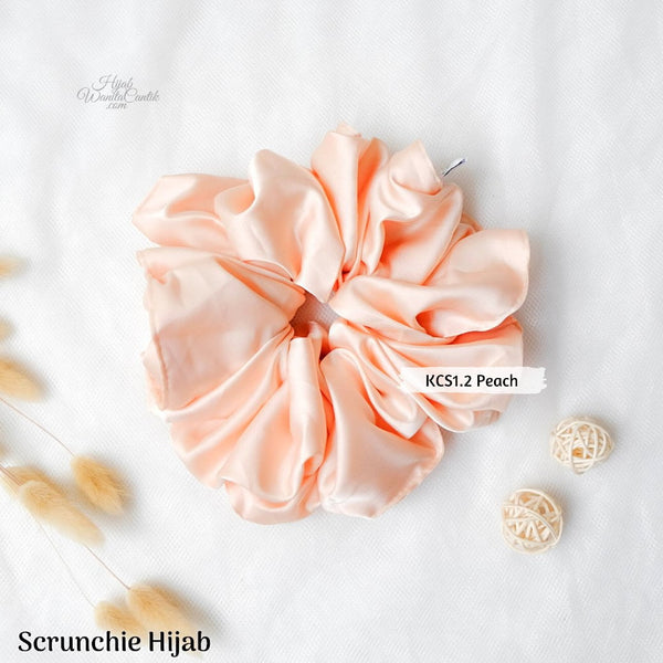 Scrunchie Hijab Satin Ikat Rambut Anti Pusing Peach - White