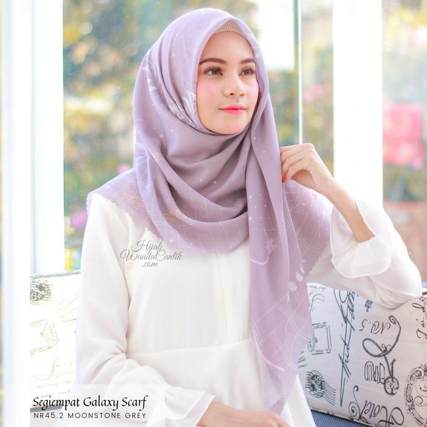 Segiempat Galaxy Scarf - NR45.2 Moonstone Grey