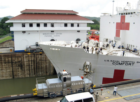 "USNS Comfort T-AH 20 Makes her way through the Panama Canal (June 3, 2009) - 4 x 6"" Photo Card"