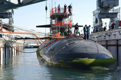 "USS Helena (SSN 725) in dry-dock Naval Base Point Loma, Calif. (Jan 10, 2006) - 4 x 6"" Photo Card"