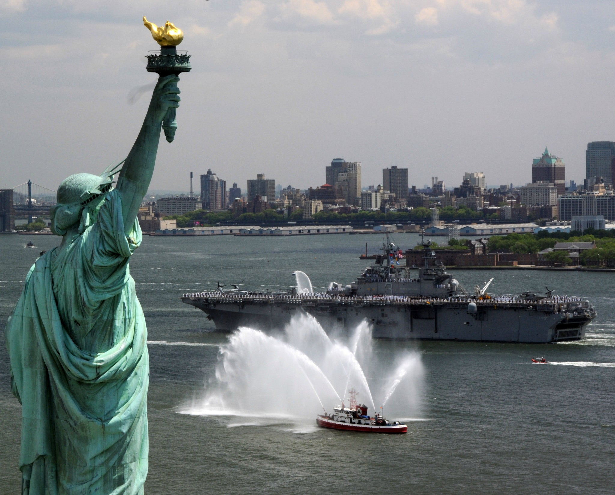 "USS Kearsarge LHD-3 Passes Statue of Liberty May 21, 2008 - 8 x 10"" Photograph"