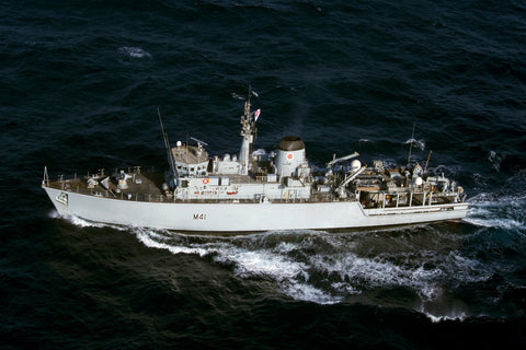 "Royal Navy Mine Countermeasures Ship HMS Quorn M41 Transits Arabian Gulf (Aug. 24, 2011) - 4"" x 6"" Photograph"