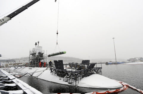 "A MK 48 ADCAP torpedo Unloaded from USS Annapolis SSN-760 GROTON, Conn. (Jan 15, 2009) - 4"" x 6"" Photograph"