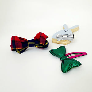 classic christmas plaid non-slip tongs pin & clip set (2 set designs)