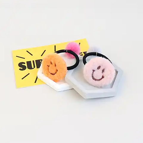 fluffy smile tie (2 colours)