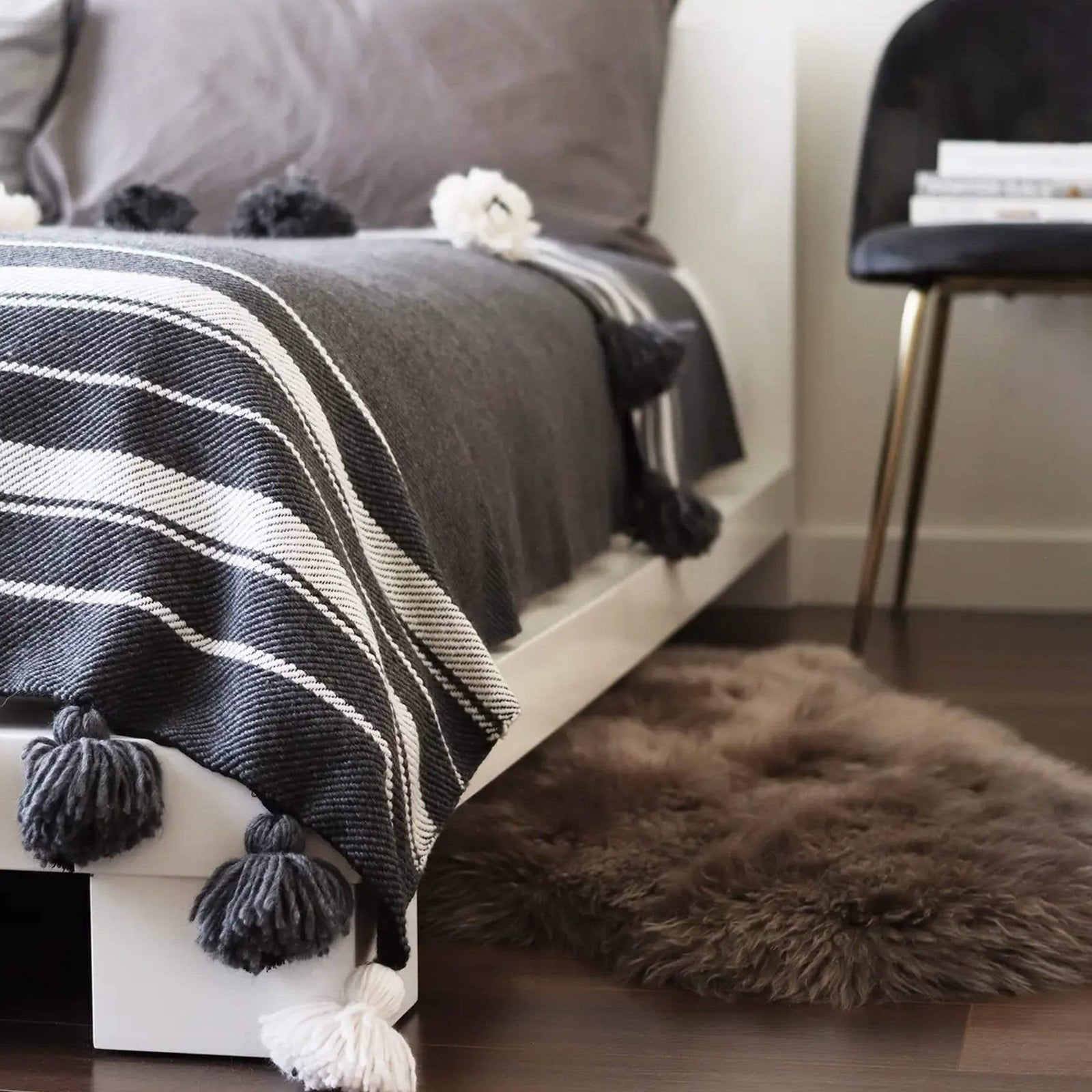 SOCCO WHOLESALE Bedding Pom Pom Blanket Hanane