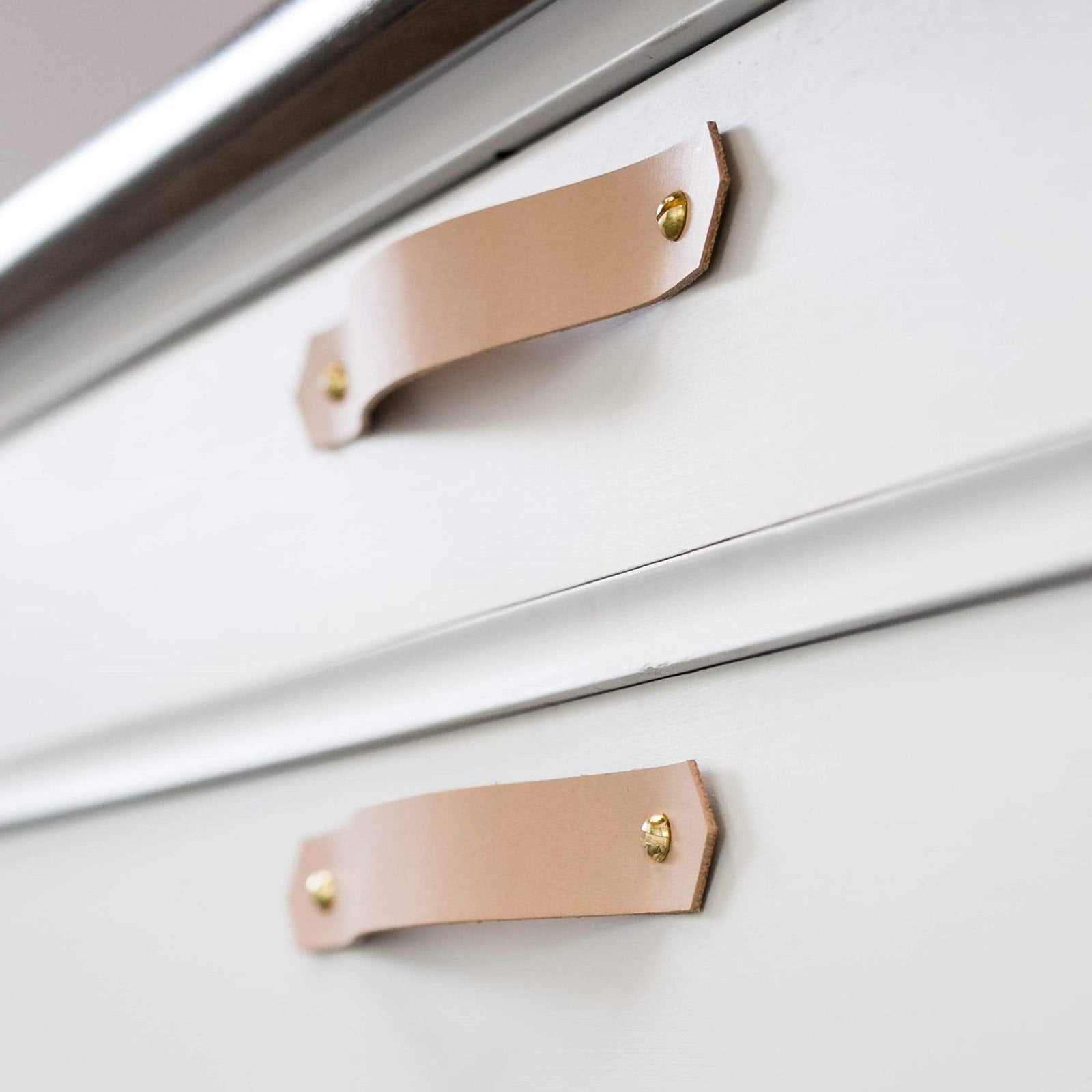 Keyaiira Hardware V Leather Drawer Handle