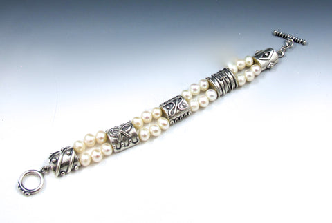 Petites fours bracelet with white pearls